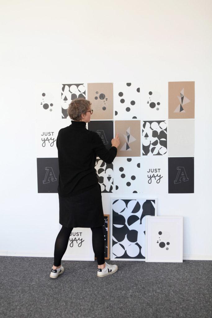 Just yay Startkollektion in schwarz-weiß für die Wand